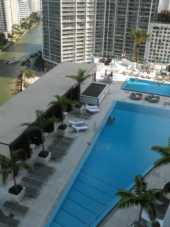 Kimpton EPIC Hotel: View of the pool deck from the main balcony