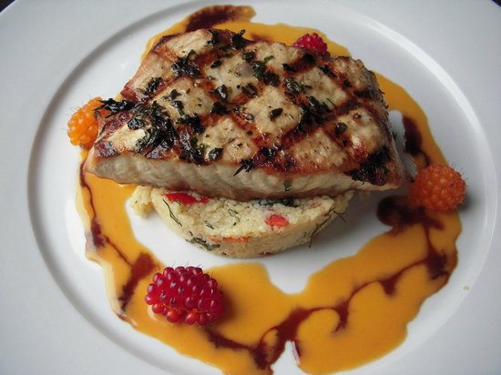The Shelburne Restaurant & Pub: Sturgeon with wild Salmon Berries