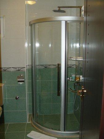 Seven Wonders Hotel: Bathroom