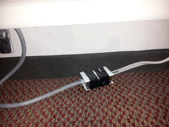 Days Inn & Suites Rocky Mount Golden East: AC Power cord