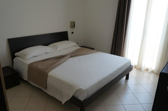 Aparthotel Por do Sol: chambre à coucher