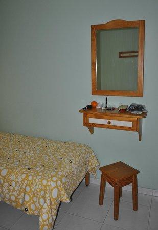 Apartamentos Las Dunas: Зеркало в спальне