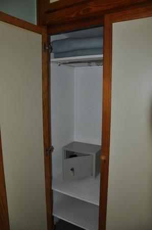 Apartamentos Las Dunas: Вместительный шкаф
