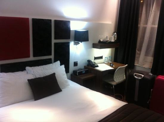 Chiswick Rooms: moderne, stor seng!