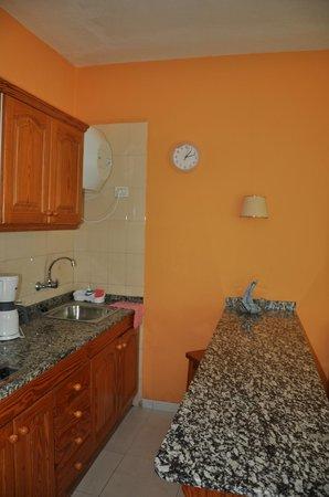 Apartamentos Las Dunas: Кухонный уголок