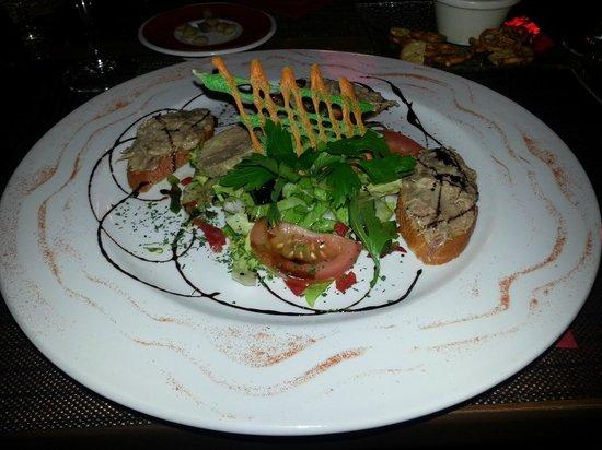 Les Menestrels: Toasts de rillette avec médaillon de foie gras