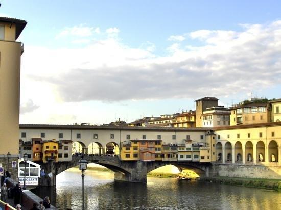 Freya's Florence Tours: The famous bridge. Ponte Vecchio.