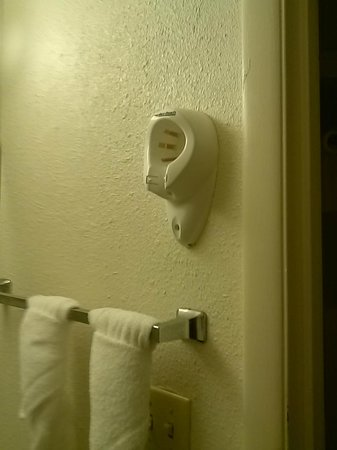 Days Inn Norfolk Military Circle : Where's the Hair Dryer?