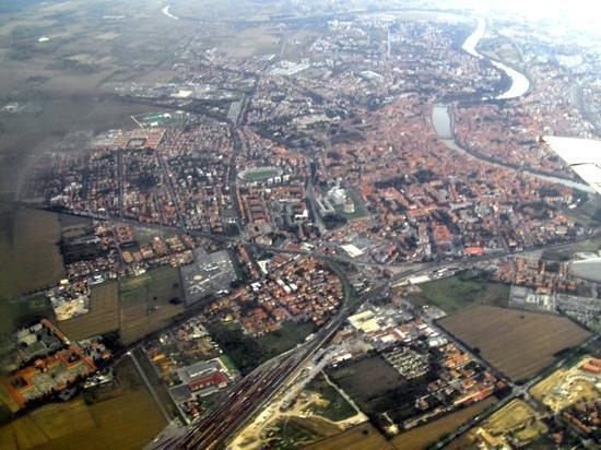 Context Florence: Florence. via aeroplane.