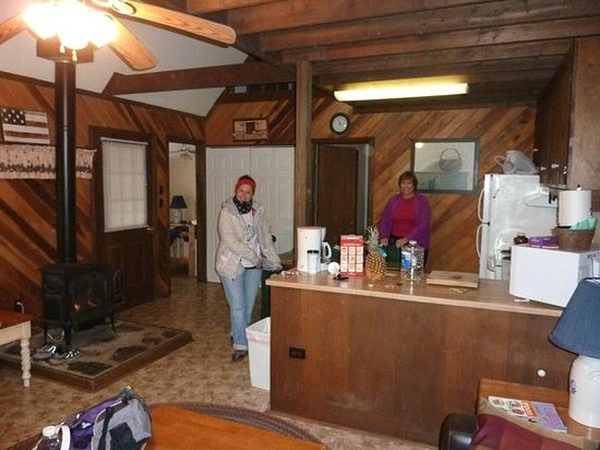 Cabins At Crabtree Falls: Barb's Place is Cozy