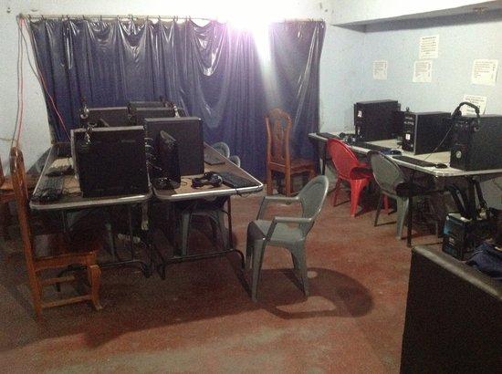 San Miguel Zinacantepec, المكسيك: Muchas computadores