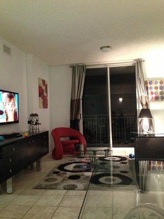 Fortune House Luxury Apartment Suites: living