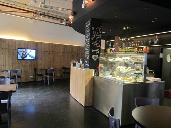cafe foto di generator hostel berlin mitte berlino tripadvisor. Black Bedroom Furniture Sets. Home Design Ideas