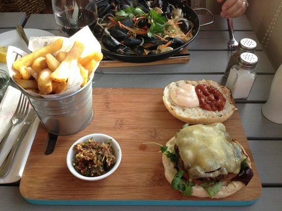 The Breaks Tolcarne Beach Bar & Kitchen : Homemade 100percent locally sourced Cornish Beef