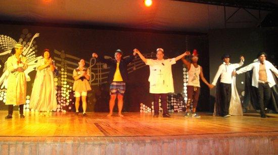 Sol Y Mar Makadi Sun: Выступление в театре с участием гостей отеля