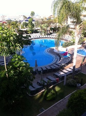 Aparthotel Parque de la Paz: 10 am and not many towels view from 249
