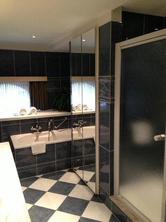 Flanders Hotel: Salle de bain