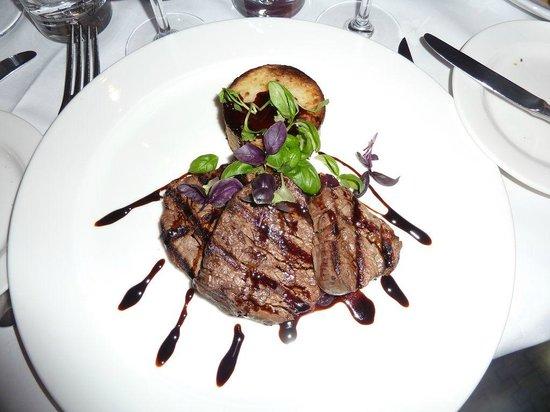 Mora: Filet de boeuf/oignons marinés/vinaigre balsamique