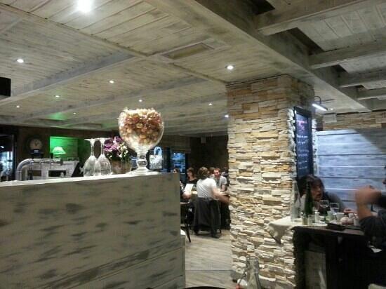 Le Bistrot de la Perle: excellent restaurant. .. l escalope du père François qui n est autre que le patron est à recomma