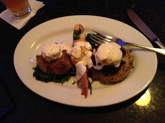 East Side Bar & Grill: Crab cakes