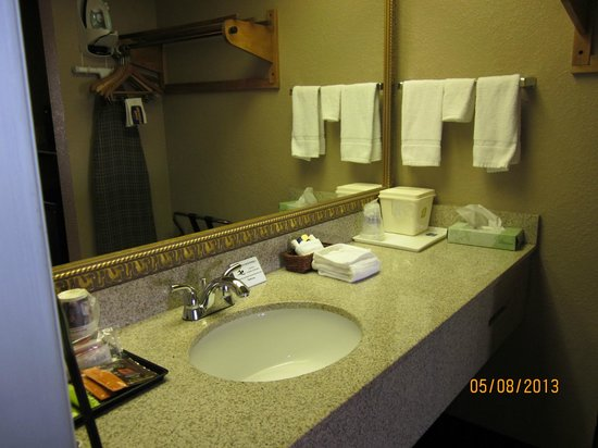 BEST WESTERN Lumberton: Vanity just outside door of bath