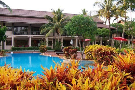 The Andamania Beach Resort: Pool side view