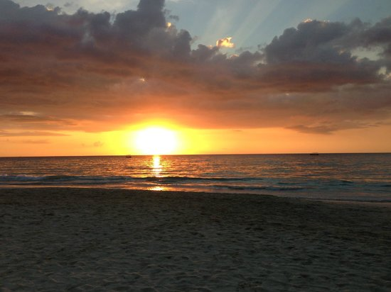 Beachcomber Club : Gorgeous sunset