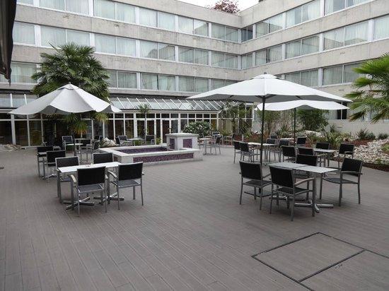 Holiday Inn Paris Versailles Bougival: Garden area