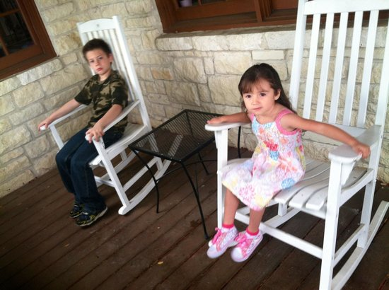 Fredericksburg Hill Country Hotel: Rocking chairs Angels