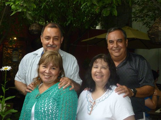 El Traspatio Restaurante Terrazas : Disfrutando con los Compadres Rodrigo y Nena en el Traspatio