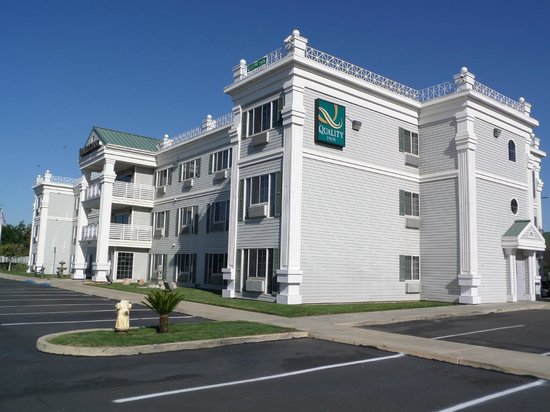 Quality Inn Tulare: Old English Style Building with Green Gable