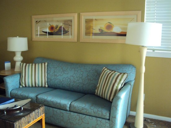 WorldMark San Diego - Mission Valley: Sofa in nice, bright living room
