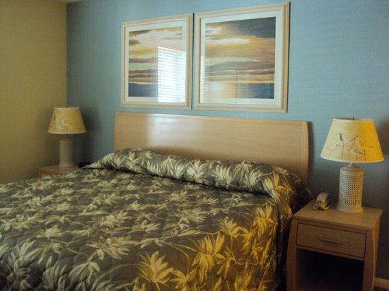 WorldMark San Diego - Mission Valley: Bedroom with comfy kingsize bed