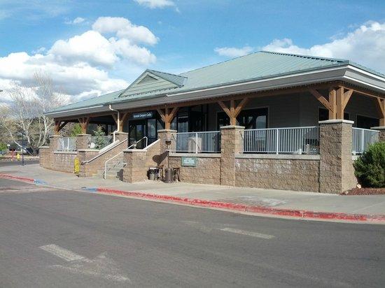 جراند كانيون ريلوي هوتل: Gift Shop and Cafe at Grand Canyon Hotel