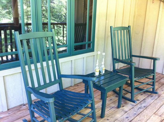 Weasku Inn: A great porch overlooking the Rogue River