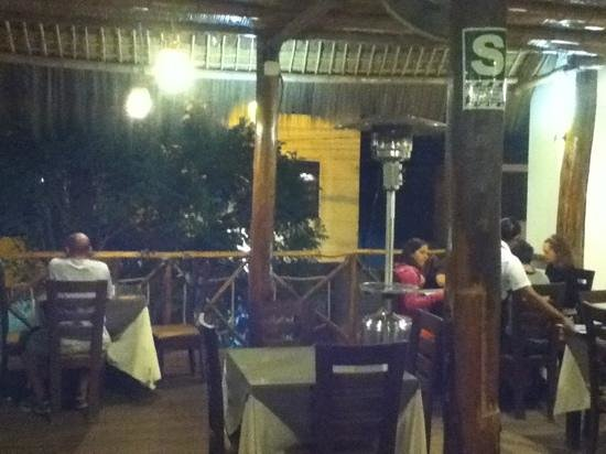Mamashana Café Restaurante: view out from upstairs at night