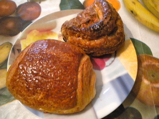 Stirling House Bed and Breakfast: Pain au Chocolat and Chausson au Pomme