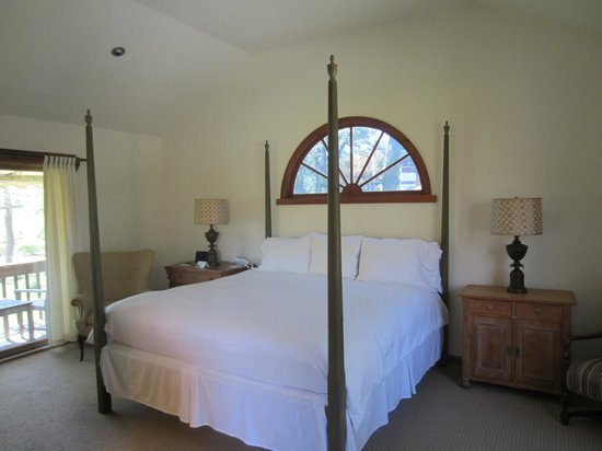 Hampton Maid: Four poster bed