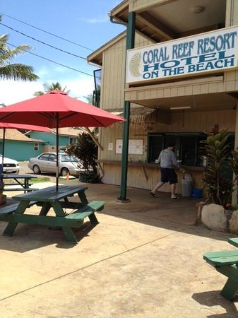 Hotel Coral Reef : Cafe serving salads, sandwiches and shave ice at the front of the property
