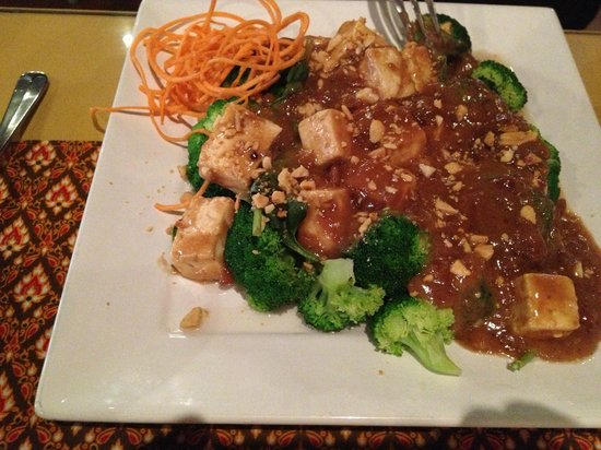 Pattaya Thai Grille: Tofu Peanut Stir Fry