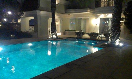 Hotel Gran Mahakam Jakarta: attractive pool area
