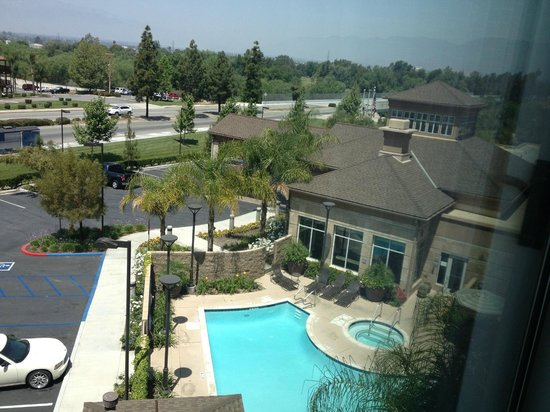 Hilton Garden Inn San Bernardino : View from room/pool
