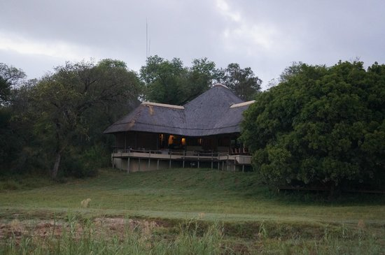 andBeyond Exeter River Lodge: Looking back at the Main Lodge from the river