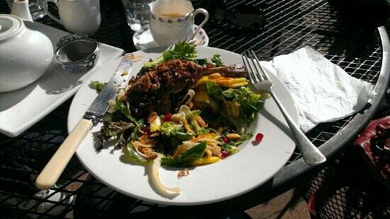 Port Albert Cafe and Wine Bar: chilli glazed duck with asian salad