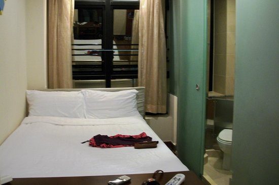 Printemp Hotel Apartment: very narrow rooms, but comfortable and clean.