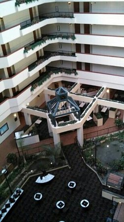 Holiday Inn University Plaza - Bowling Green : Interior view of atrium.