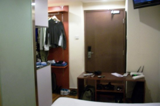 Printemp Hotel Apartment : kitchenette, with safe, and clothes storage