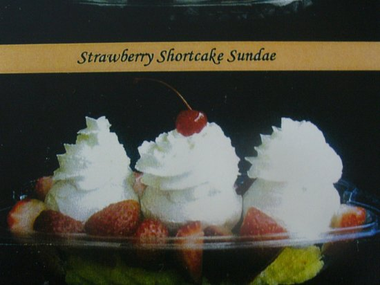 Larry's Olde Fashioned Ice Cream & Gelato: Strawberry shortcake sundae