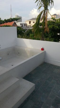 Rambutan Resort - Phnom Penh: Penthouse suite view of terrace and outdoor bath
