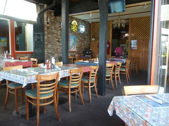 Morro Bay Waterfront Grill: seating